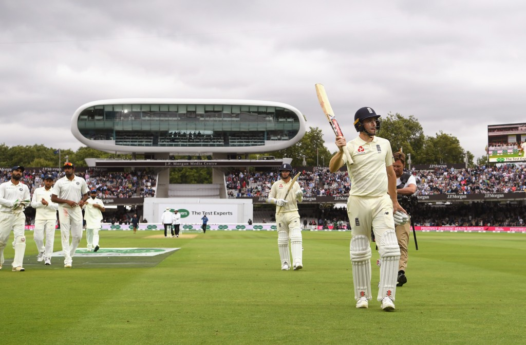 LONDON, ENGLAND - AUGUST 11: England batsman Chris Woakes acknowledges the applause from the crowd as the players leave the field due to bad light during Day 3 of the 2nd Test Match between England and India at Lord's Cricket Ground on August 11, 2018 in London, England. (Photo by Stu Forster/Getty Images)