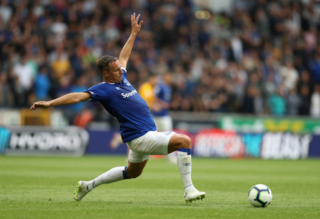 WOLVERHAMPTON, ENGLAND - AUGUST 11: Phil Jagielka of Everton stretches for the ball during the Premier League match between Wolverhampton Wanderers and Everton FC at Molineux on August 11, 2018 in Wolverhampton, United Kingdom. (Photo by David Rogers/Getty Images)