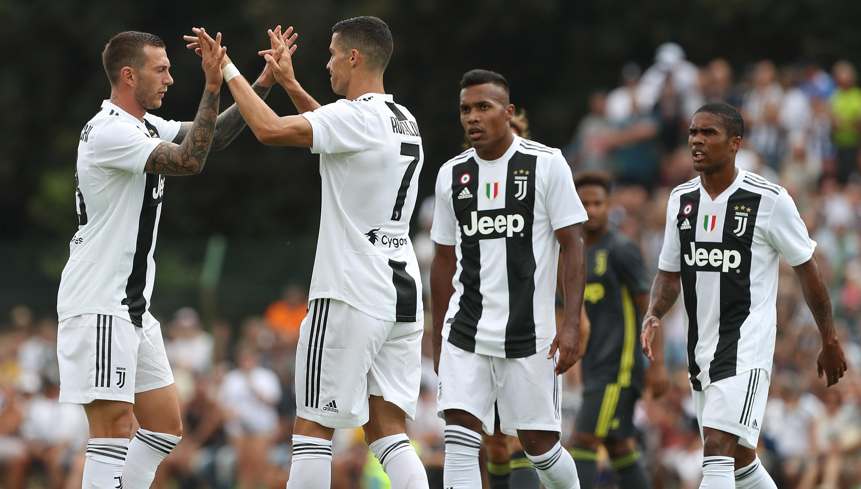 0b1b9b71db6 Watch: Wojciech Szczesny enjoys Cristiano Ronaldo's first goal with Juventus