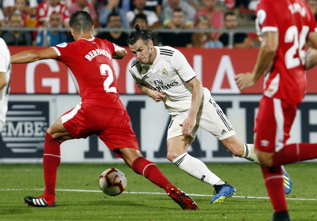 Real Madrid's Welsh forward Gareth Bale (R) vies with Girona's Colombian defender Bernardo Espinosa during the Spanish league football match between Girona FC and Real Madrid CF at the Montilivi stadium in Girona on August 26, 2018. (Photo by Pau BARRENA CAPILLA / AFP) (Photo credit should read PAU BARRENA CAPILLA/AFP/Getty Images)