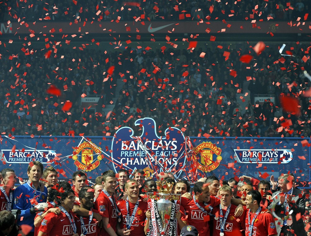 Manchester United players celebrate after winning the English Premier League after clinching the title with a 0-0 draw against Arsenal in the English Premier League football match at Old Trafford, Manchester, north-west England, on May 16, 2009.The club's third title in a row equals Liverpool's record of 18 League championships. AFP PHOTO/ADRIAN DENNIS. FOR EDITORIAL USE ONLY Additional licence required for any commercial/promotional use or use on TV or internet (except identical online version of newspaper) of Premier League/Football League photos. Tel DataCo +44 207 2981656. Do not alter/modify photo. (Photo credit should read ADRIAN DENNIS/AFP/Getty Images)
