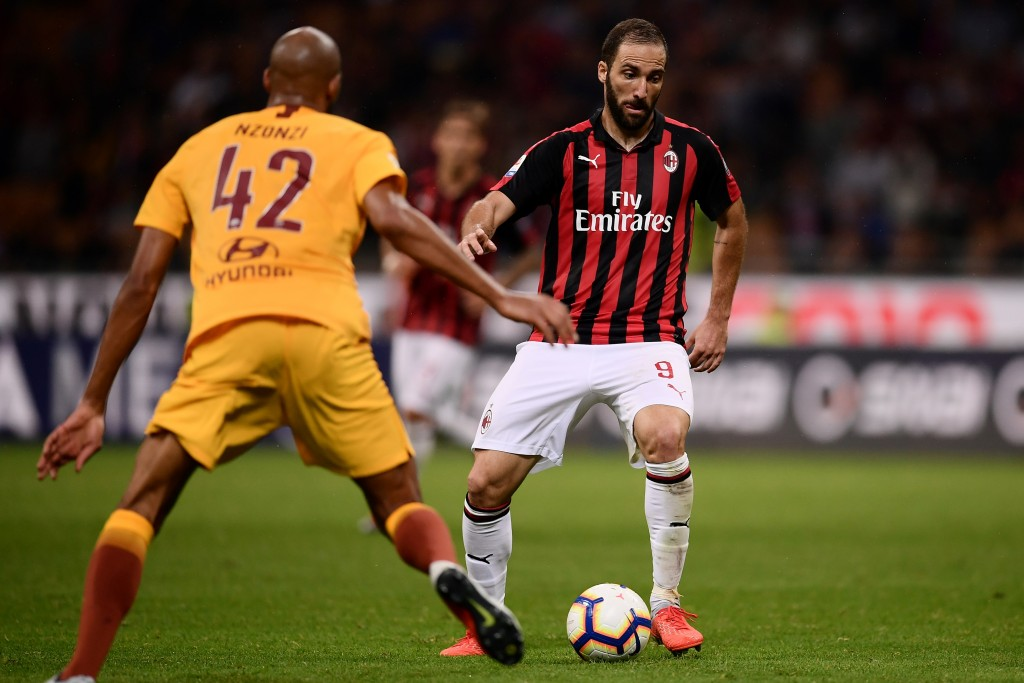 AC Milan's Argentinian forward Gonzalo Higuain (R) controls the ball during the Italian Serie A football match AC Milan vs Roma on August 31, 2018 at the 'San Siro Stadium' in Milan. (Photo by MARCO BERTORELLO / AFP)        (Photo credit should read MARCO BERTORELLO/AFP/Getty Images)