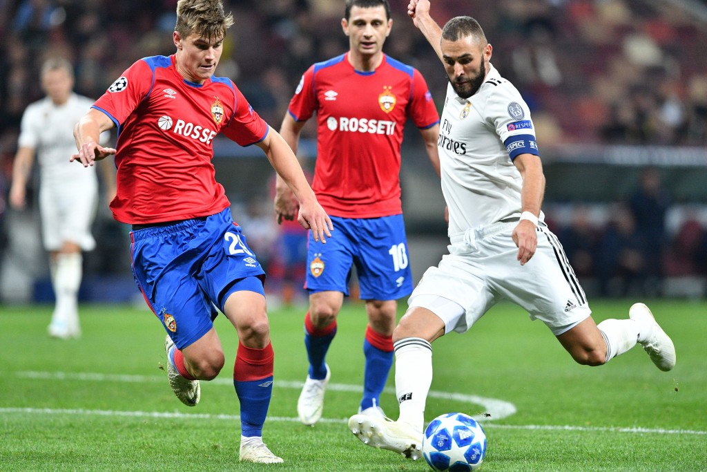Real Madrid's French forward Karim Benzema (R) and CSKA Moscow's Slovenian midfielder Jaka Bijol vie for the ball during the UEFA Champions League group G football match between PFC CSKA Moscow and Real Madrid CF at the Luzhniki stadium in Moscow on October 2, 2018. (Photo by Mladen ANTONOV / AFP) (Photo credit should read MLADEN ANTONOV/AFP/Getty Images)