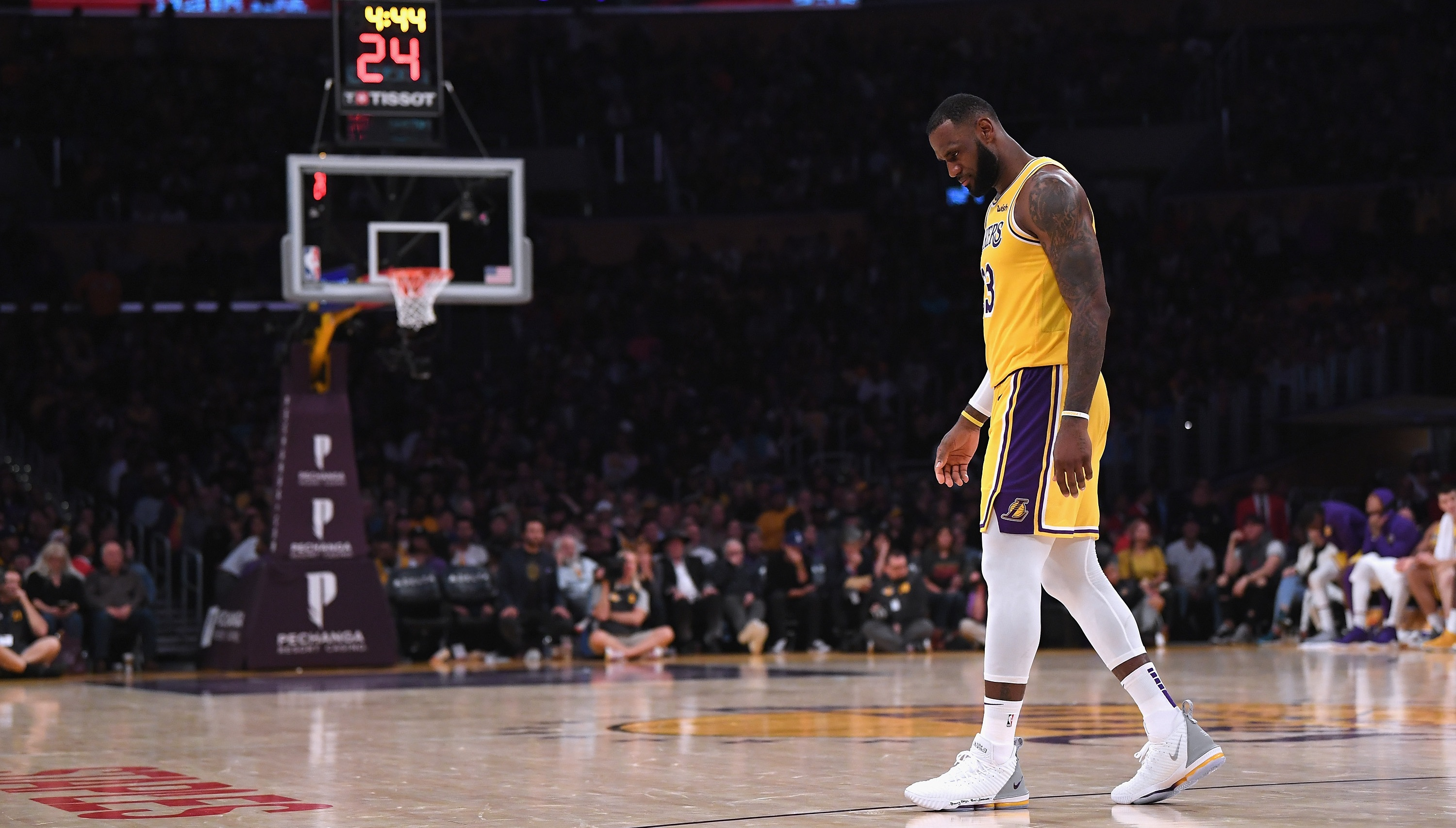 ba58a587bf0 It's not time to panic over the Los Angeles Lakers' 0-3 start, but there is  reason for concern