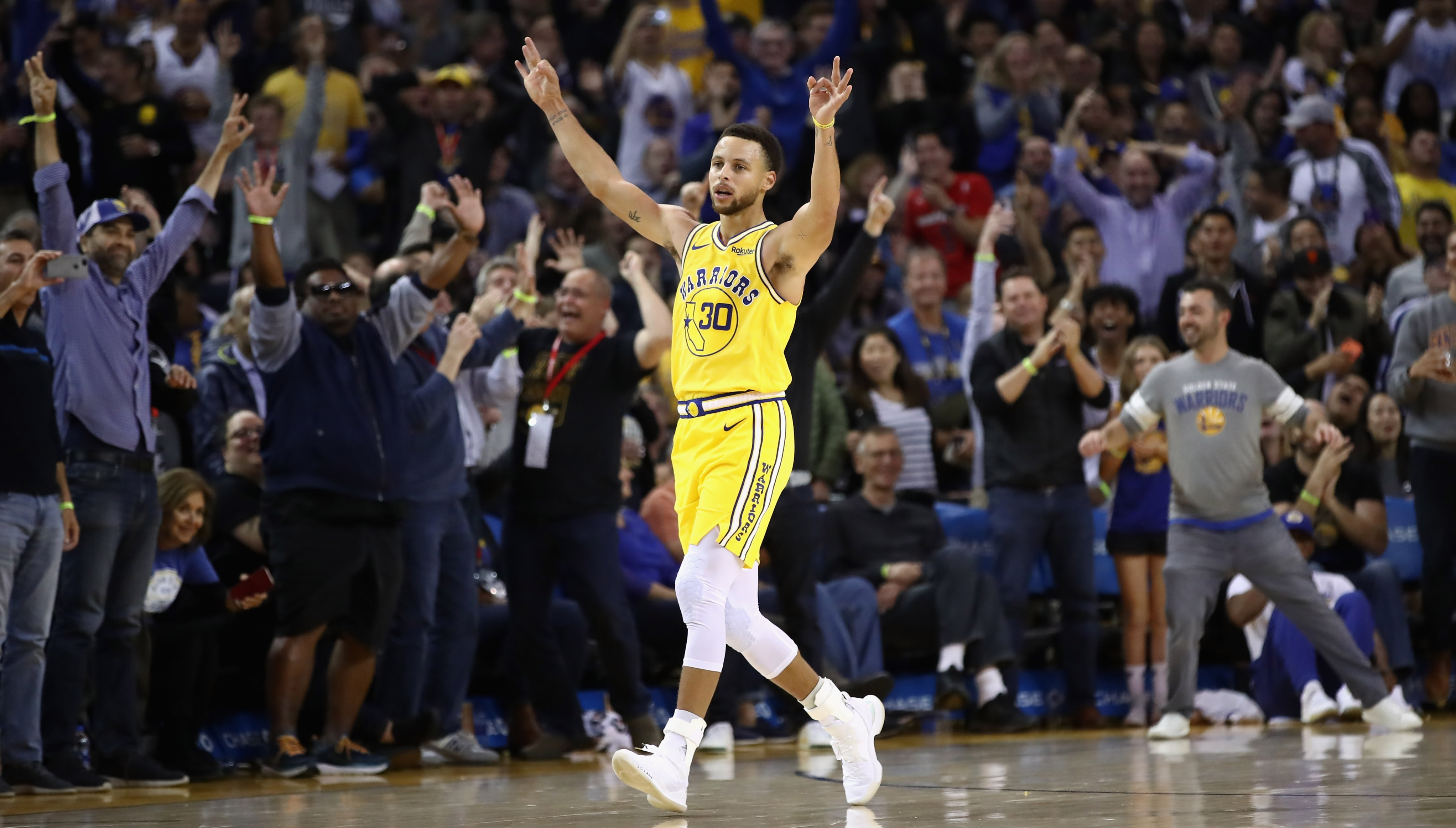 864f3fb03 Stephen Curry sent a reminder of what he can do and why he s a serious MVP  contender