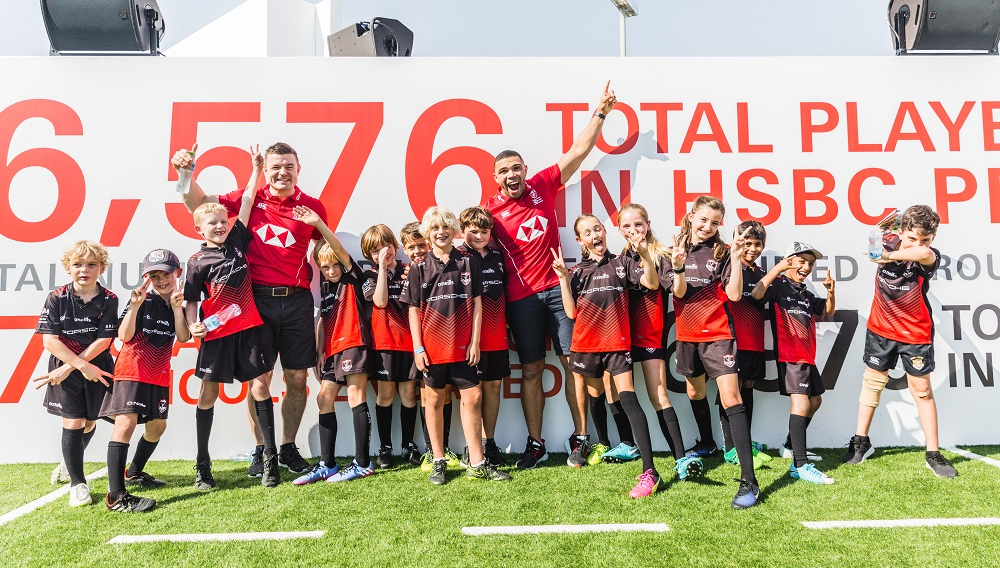 O'Driscoll and Bryan Habana with schoolkids at the Dubai Sevens on Thursday.