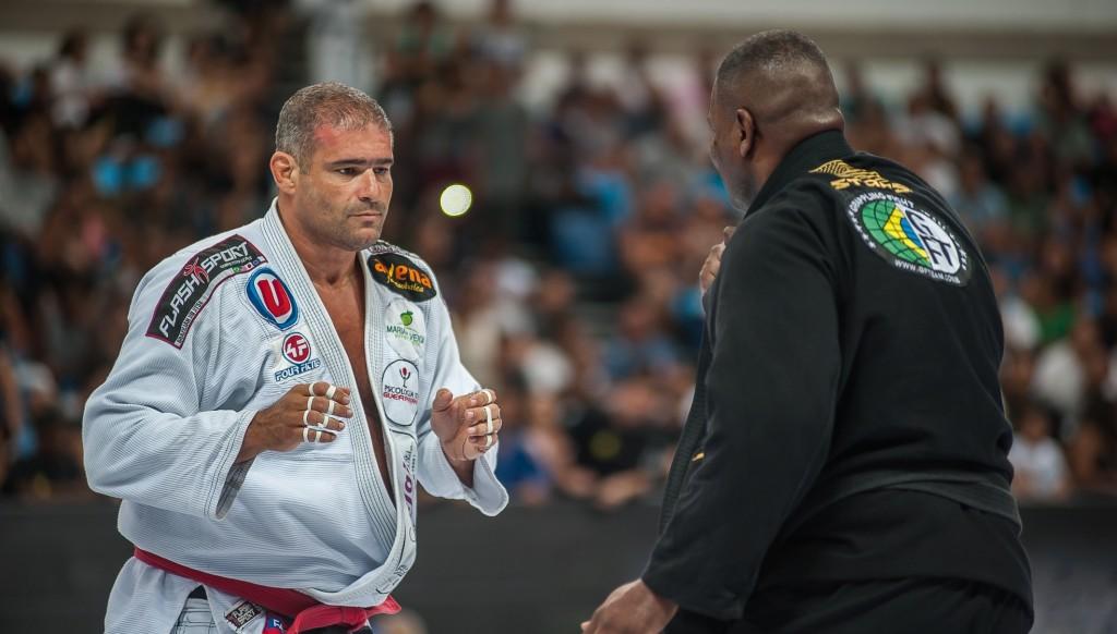 Rafael Carino defeated Alexandre Barauna.