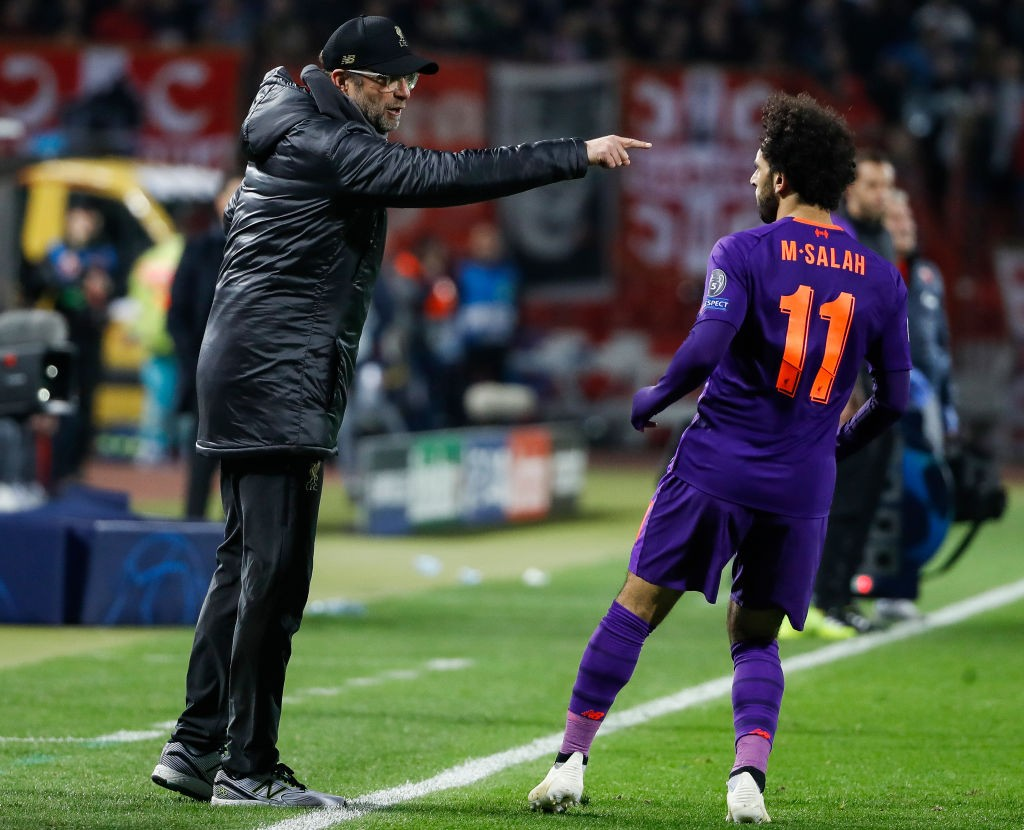 Jurgen Klopp issues instructions to Mohamed Salah