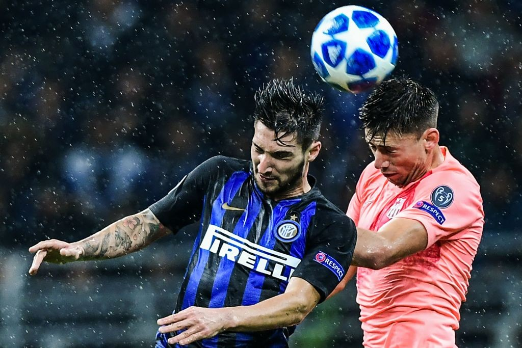 Inter Milan's Matteo Politano (L) and Barcelona's Clement Lenglet