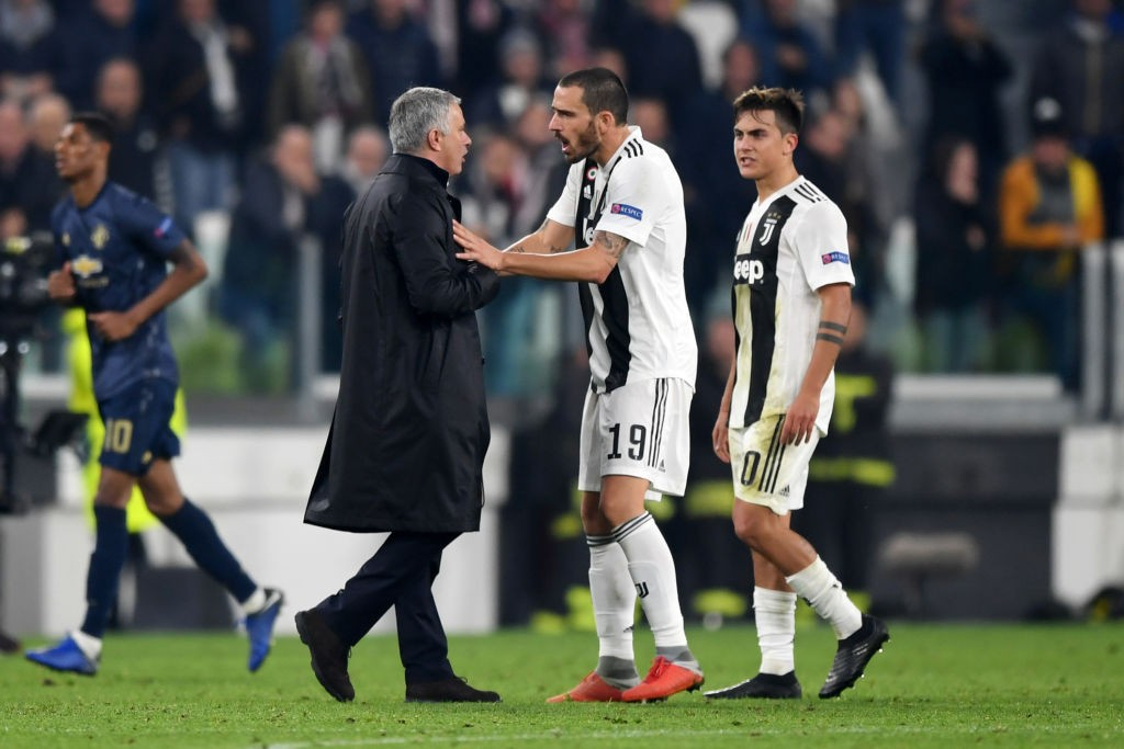 Jose Mourinho argues with Leonardo Bonucci