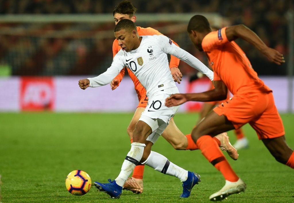 Kylian Mbappe on the run against the Dutch