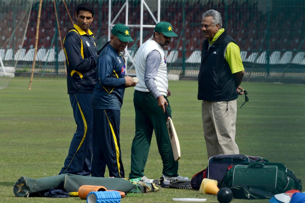 Legend of the game: Zaheer Abbas (r).