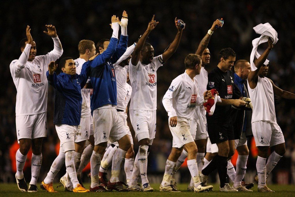 LONDON - JANUARY 22: The Tottenham players celebrate after the Carling Cup Semi-final second leg match between Tottenham Hotspur and Arsenal at White Hart Lane on January 22, 2008 in London, England. (Photo by Clive Mason/Getty Images)
