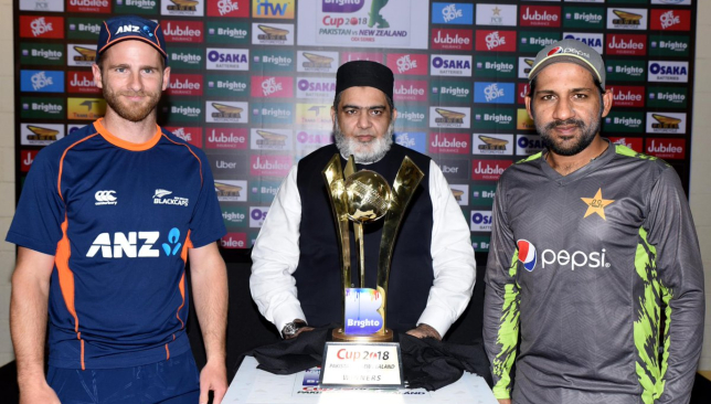 The skippers and the trophy. Image - PCB/Twitter.