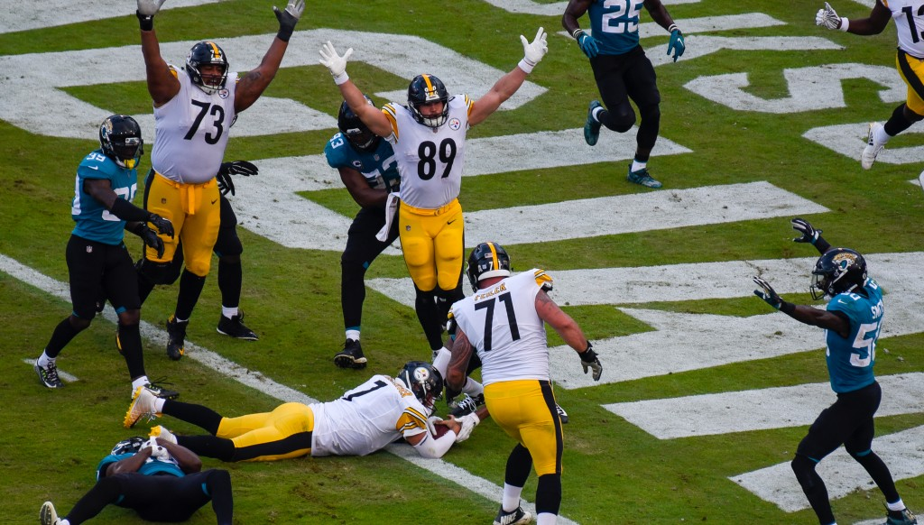 Ben Roethlisberger sneaks home for the game-clinching score.