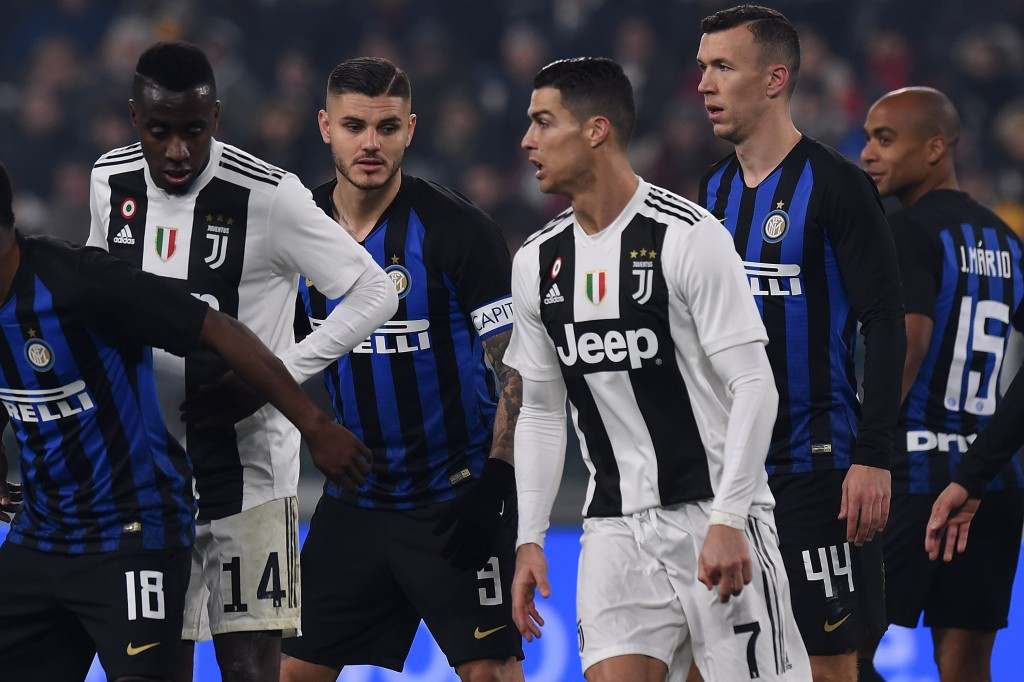 Mauro Icardi of Internazionale and Cristiano Ronaldo of Juventus in action during the Serie A match between Juventus and FC Internazionale