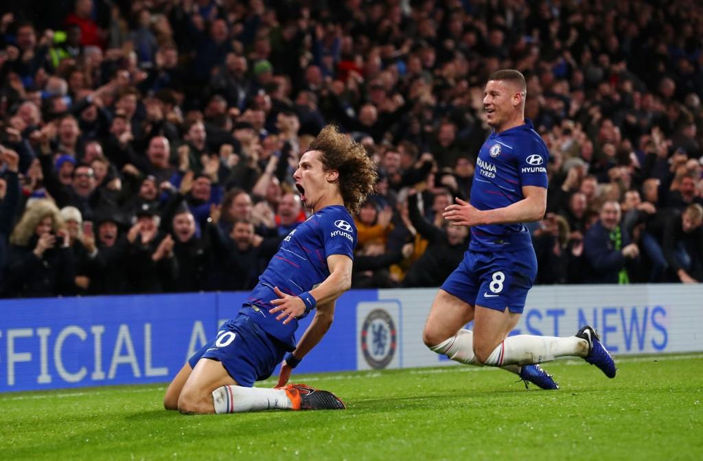 David Luiz von Chelsea feiert seinen zweiten Treffer mit Ross Barkley während des Premier League-Spiels zwischen Chelsea FC und Manchester City an der Stamford Bridge