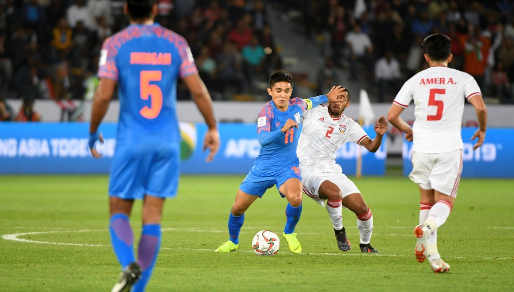 Sunil Chhetri battles with Ali Salmin.