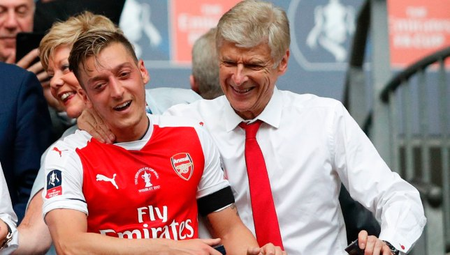 Arsene Wenger raises questions over Mesut Ozil effort level