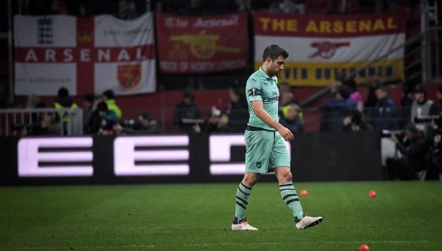 Rennes 3 1 Arsenal Sokratis Sees Red Mesut Ozil Blows