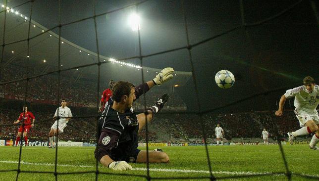 Jerzy Dudek saves miraculous save against Andriy Shevchenko