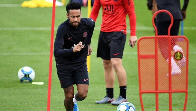 Neymar trains amid Barca deal reports but out of PSG's next tie