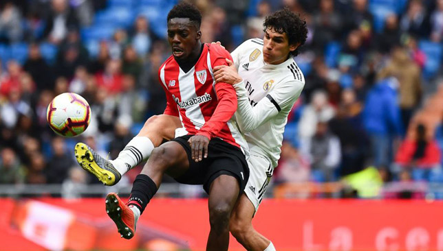 Athletic Bilbao's Inaki Williams (l).