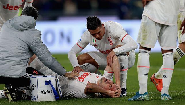 Un Mehdi Demiral blessé réconforté par Cristiano Ronaldo contre la Roma.