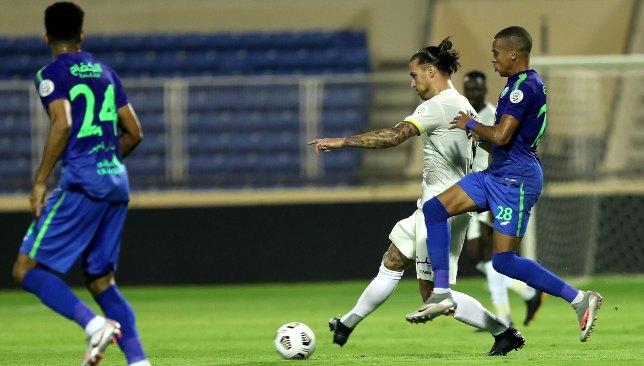 Aleksandar Prijovic (c) d'Al Ittihad contre Al Fateh (EPA).