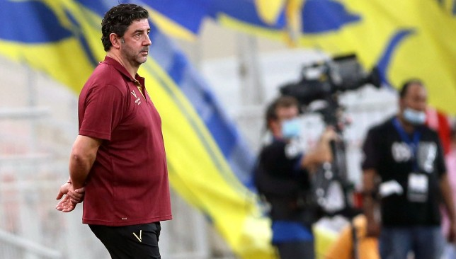 Al Nassr coach Rui Vitoria against Al Ahli Jeddah (EPA).