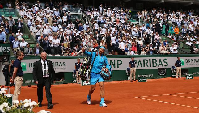 Contrary: Roland Garros crowd.
